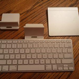 Apple Ipad Keyboard Tap Pad And Dock for Sale in Olympia, WA