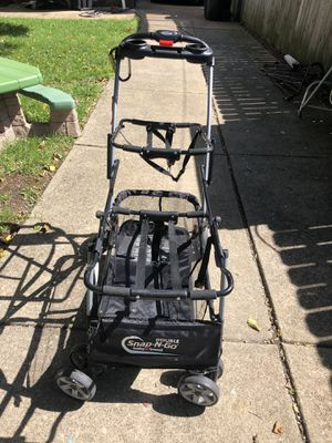 Snap and go double stroller for Sale in Cleveland, OH