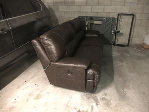 Leather couch good condition for Sale in Los Angeles, CA