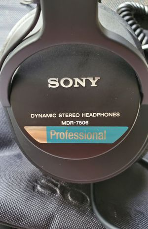 sony professional dynamic stereo headphones mdr-7506 for Sale in undefined