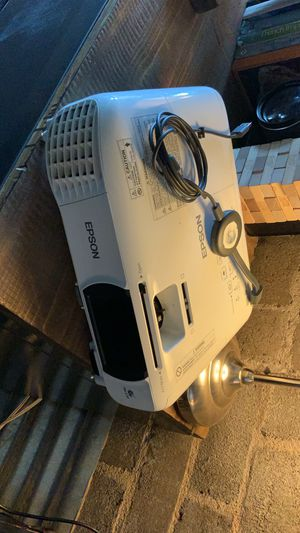 Epson Home Cinema 1060 ( chromecast, remote, and ceiling mount included ) for Sale in Phoenix, AZ