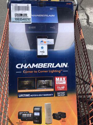 BRAND NEW Chamberlain b1381 garage door opener 1 1/4HP belt smart LED for Sale in Queens, NY