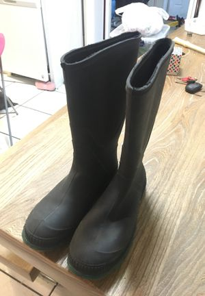 WOMENS RAIN / SNOW BOOTS for Sale in Goulds, FL