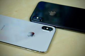2 IPhone X's 64gbs & 256gbs for Sale in Baltimore, MD