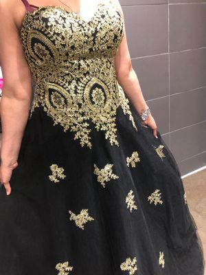Prom/ quinceanera black and gold dress for Sale in Laurel, MD