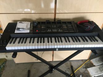 Elec Key Board Piano on a stand for Sale in Snohomish, WA