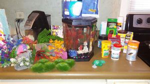 Top fin 2gal fish tank with asseccories for Sale in Smyrna, TN