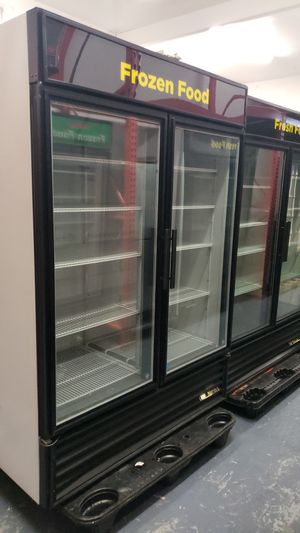 True 2 glass door freezer for Sale in Dallas, TX