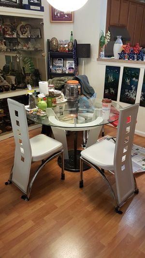 Dining room table for 4 $200 for Sale in Rockville, MD