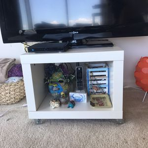 Tv stand / side table for Sale in Tampa, FL