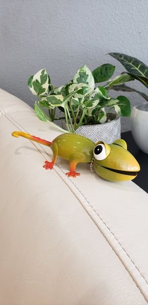 Green Chameleon Garden yard decor NEW 7.3 x 2.4 x 2 inches Cute garden decoration for Sale in Ontario, CA