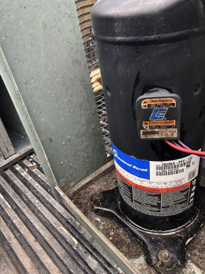 Ac compressor 2 1/2 ton r22 Freon for Sale in Miami Gardens, FL