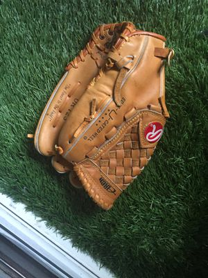 Selling baseball glove for Sale in San Diego, CA