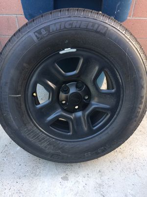 2019 Jeep Wrangler wheels/rims and tires 5 lugs for Sale in South Gate, CA