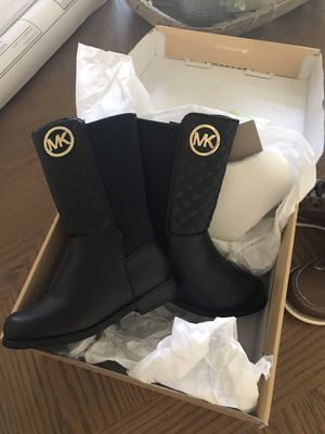 MK toddler girl boots size 7 brand new for Sale in Lancaster, OH