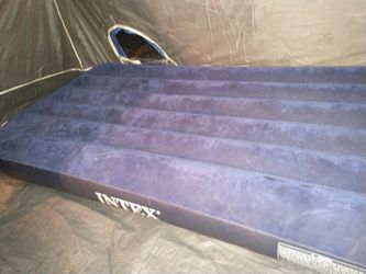Intex Air Mattress With Pump 36x72 X7 In High for Sale in Federal Way,  WA
