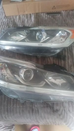 Honda accord 2016 headlight for Sale in York, PA