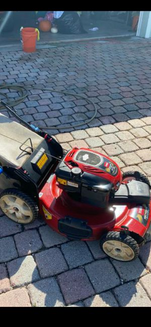 """Smartstow Comercial toro mower self prolled 22"""" inch FWD runs amazing nothing problem with mulch bag for Sale in Lake Worth, FL"""