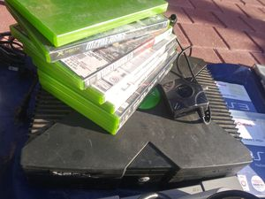 Xbox. Comes with cables. 6 games . no controlls. for Sale in LAKE MATHEWS, CA