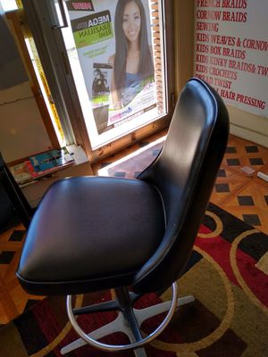 Nice bar stool...rotates for Sale in Skokie, IL