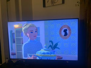 55 inch ROKU SMART TV 6 months old perfect condition HINSENSE TV for Sale in Chicago, IL
