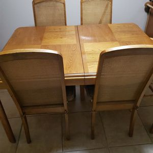 Dining room Table And 5 Chairs 4ft 6 In Long for Sale in Peoria, AZ