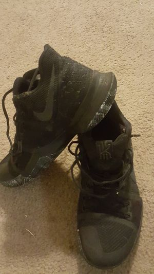 Basketball Shoes Size 10 Kyrie 3 for Sale in Reedley, CA