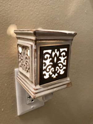 Scentsy Warmer Night Light for Sale in Santa Clarita, CA
