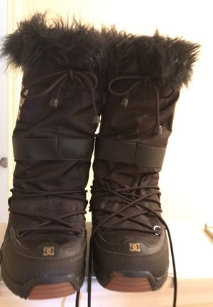 Women's DC snow boots for Sale in Douglasville, GA