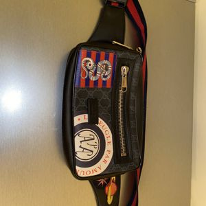 Gucci GG Supreme Messenger Belt Bag Black Gray With Stamps/ Stickers Design. for Sale in Berlin, NJ