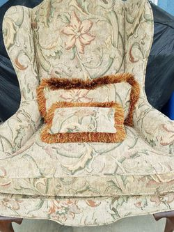 ETHAN ALLEN WINGBACK CHAIR IN EXCELLENT CONDITION, COMES WITH 2 PILLOWS, SEE PICTURES for Sale in Los Angeles,  CA