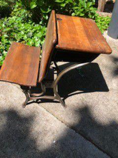 Antique desk for Sale in Lilburn, GA