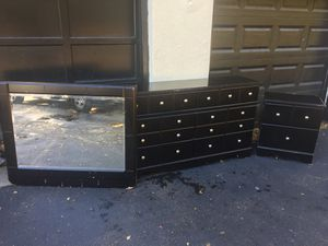 6 Drawer Dresser & Nightstand for Sale in St. Louis, MO
