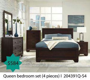 Queen bedroom set 4 pieces for Sale in Corona, CA