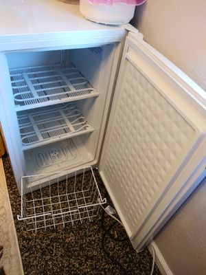 Freezer refrigerator small for Sale in Fresno, CA