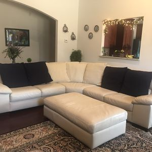 Italsofa sectional with 7 Large pillows, bought at Macy's, In excellent condition, leather for Sale in Roswell, GA