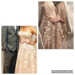 Wedding dress size 10/12 for Sale in Austin, TX