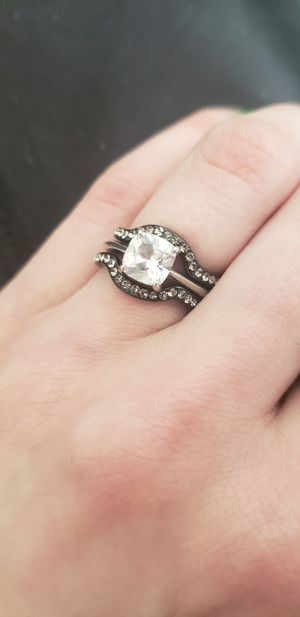 Engagement/Wedding Ring Size 7 for Sale in Toledo, OH