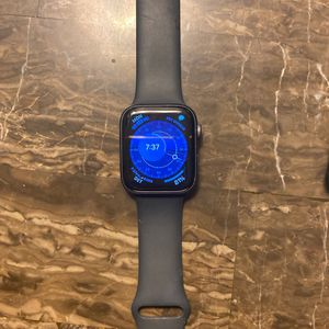 Apple Watch Series 4 44mm for Sale in Sterling Heights, MI