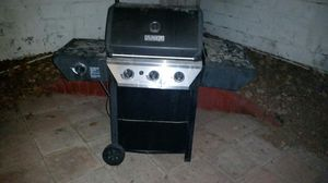 Propane grill includes propane tank. Moving to apartment can't use it in new place for Sale in Las Vegas, NV