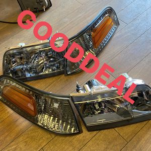 #21 98-11 Ford crown victoria Smoke headlight pair left right lights for Sale in El Monte, CA