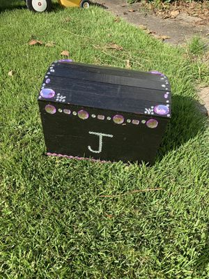 Kids chest toy chest for Sale in Perryopolis, PA