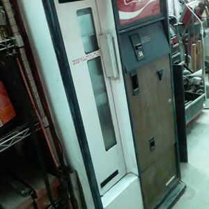 Antique Coke Machine Hold Bottles Yes We Have The Key for Sale in Garland, TX