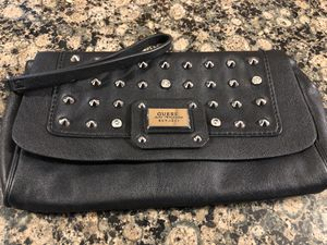 GUESS LARGE WRISTLET/CLUTCH **MINT CONDITION for Sale in Rocky River, OH