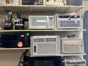 Frigidaire 15,000 AC/Heat window unit for Sale in Clearwater, FL