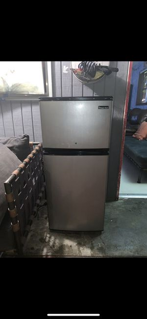 Mini chef 4.5 cu. ft. Double Door Mini Fridge for Sale in San Diego, CA