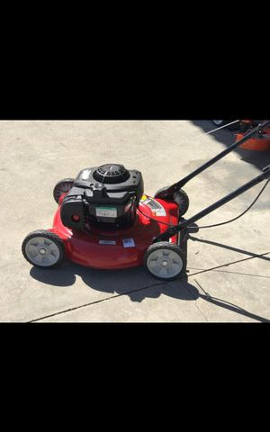GAS LAWN MOVER LIKE NEW for Sale in San Bernardino, CA