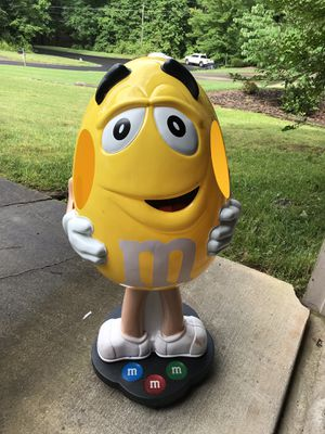 Collectable Yellow M&M Store Display for Sale for sale  Hiram, GA