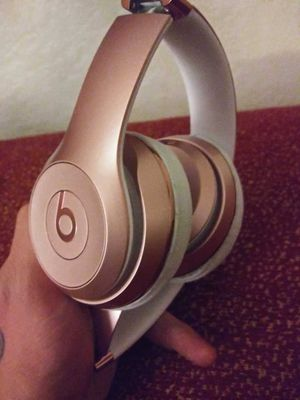 Beats Solo 3 Rose Gold By Dre wireless bluetooth headphones ( buy or trade ) for Sale in Las Vegas, NV
