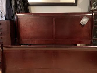 Cherry Queen Sleigh Bed Frame for Sale in Mountlake Terrace,  WA